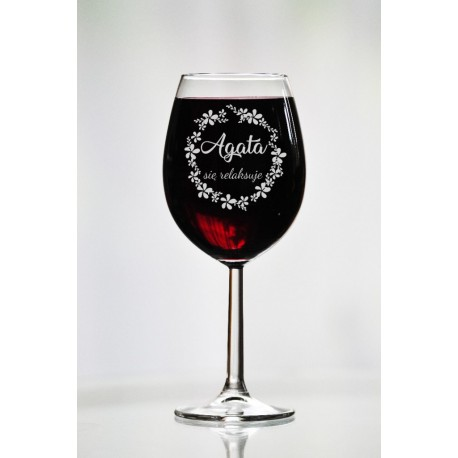 """Personalizowany kieliszek do wina """"Agata się relaksuje"""""""