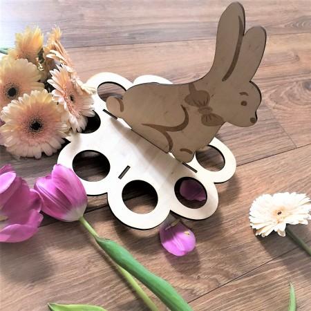 Stojak do jajek ze skljki z króliczkiem