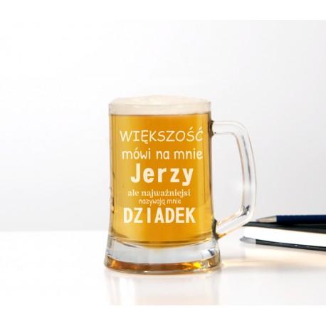 Kufel do piwa 'Większość mówi na mnie ... ale najważniejsi nazywają mnie dziadek' dla dziadka