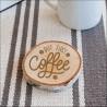 Drewniana podkładka pod kubek z motywem kawy