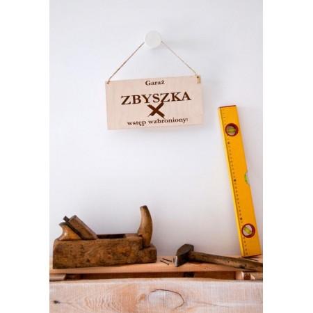 Drewniana tabliczka do garażu z personalizacją
