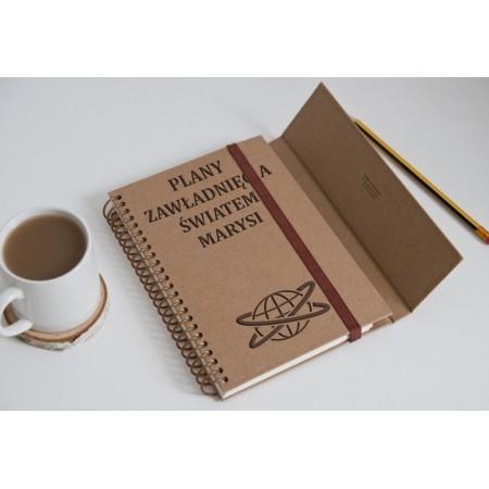 """Notatnik tekturowy na spirali """"Plany zawładnięcia światem Marysi"""""""