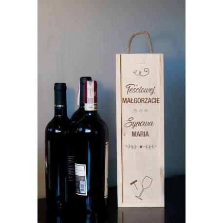 """Pudełko na wino dla teściowej """"Teściowej Małgorzacie, synowa Maria"""""""