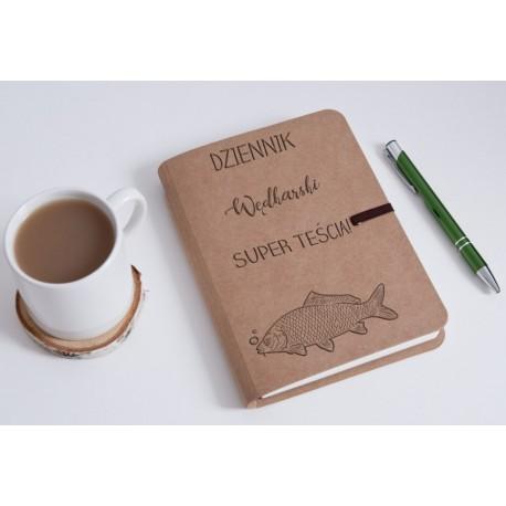 """Notatnik bambusowy dla teścia """"Dziennik wędkarski super teścia"""""""