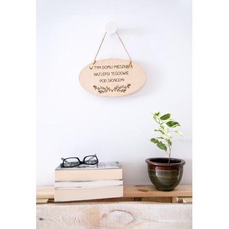 """Tabliczka dekoracyjna dla teściów """"W tym domu mieszkają najlepsi teściowi pod słońcem"""""""